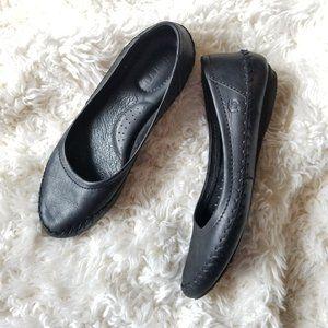 Born black leather ballet flats